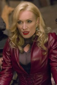 Victoria Smurfit as Julianna Vanderkemp, Velvet